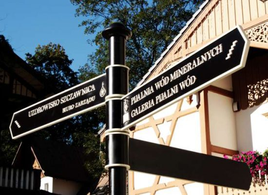 Decorative directional signs in aluminum